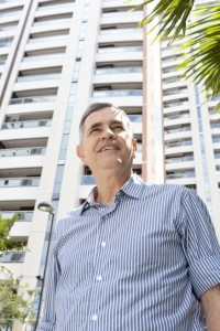 FORTALEZA, CE, BRASIL, 20-08-2015: Apolo Scherer, corretor de Imóveis. Imóveis - O novo perfil do corretor de imóveis. (Foto: Camila de Almeida/O POVO)